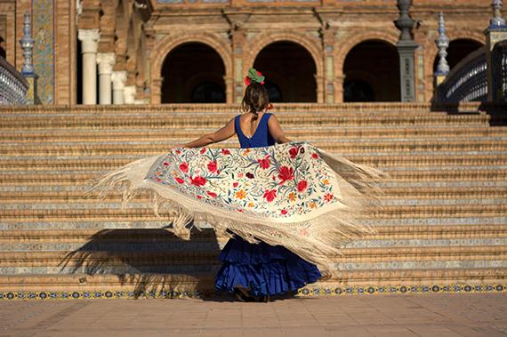 Flamingo_dancer_in_the_plaza_of_Spain.jpg